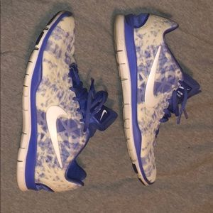 Great condition blue and white nike sneakers